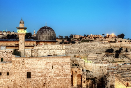 al aqsa: Al Aqsa Mosque, the third holiest site in Islam, with Mount of Olives in the background in Jerusalem, Israel.