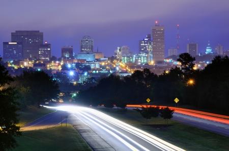 carolina del sur: Skyline de la ciudad de Columbia, Carolina del Sur por encima de Jarvis Kaplan Blvd.. Foto de archivo
