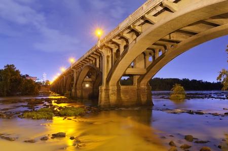 columbia: Gervais Street Bridge in Columbia, South Carolina, USA.