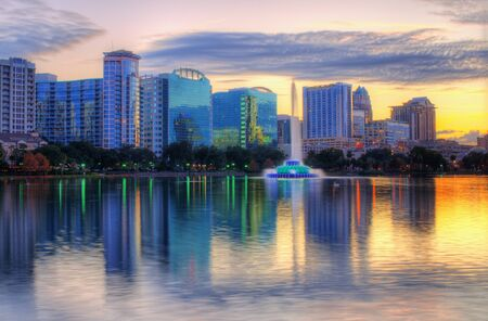 Skyline of Orlando, Florida from lake Eola. Фото со стока - 14567778