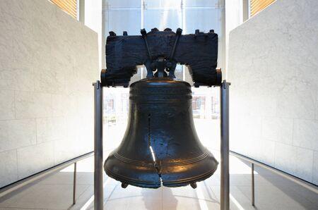 campanas: Campana de la Libertad en Filadelfia, Pennsylvania. Foto de archivo