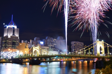 pittsburgh: Fireworks on the Allegheny river in downtown  Pittsburgh, Pennsylvania, USA  Stock Photo