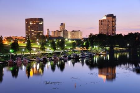 Downtown Augusta, Géorgie se trouve sur la rivière Savannah et est la deuxième ville la plus peuplée de l'État avec près de 200.000 residentis. Banque d'images