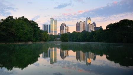 Horizon de Midtown vu de Piedmont Park à Atlanta, Géorgie, USA Banque d'images