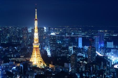 Nighttime view of Tokyo Tower w Tokio, Japonia Publikacyjne