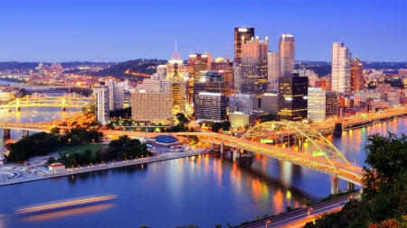 Downtown Pittsburgh, Pennsylvania at dusk Stockfoto