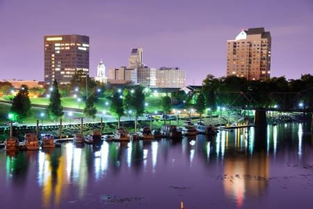 augusta: Augusta, Georgia, EE.UU. horizonte a lo largo del r�o Savannah.