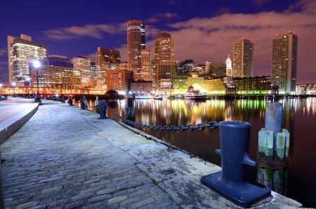 Distrito financiero de Boston, Massachusetts visto desde el puerto de Boston.