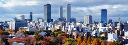 秋に愛知県名古屋市のダウンタウンのスカイライン。