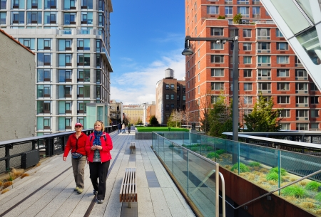 elevated walkway: NEW YORK CITY - APRIL 13: Pedestrians stroll atop the High Line April 13, 2013 in New York City, USA.