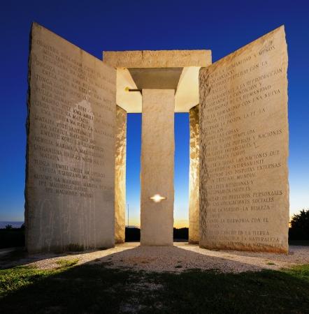 アメリカ合衆国ジョージア州北部で神秘的なジョージア Guidestones。