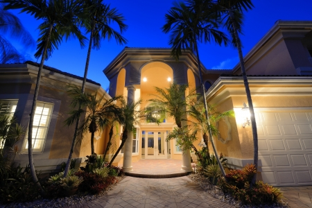 florida house: Mansion entrance in a tropical location.