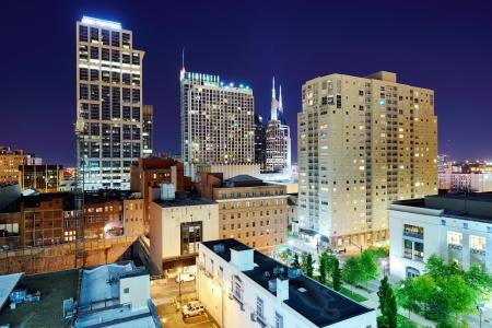 tennesse: Nashville, Tennessee, ciudad en la noche.