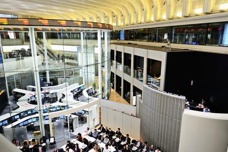 stock  exchange: TOKIO - 28 de diciembre: La Bolsa de Tokio 28 de diciembre 2012 en Tokio, JP. Es la tercera mayor bolsa del mundo por capitalizaci?n de mercado agregada. Editorial