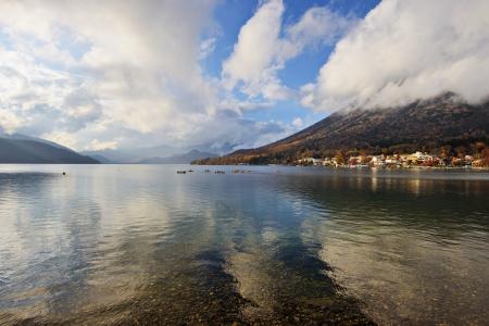 momiji: Lake Chuzenji in Nikko, Japan.