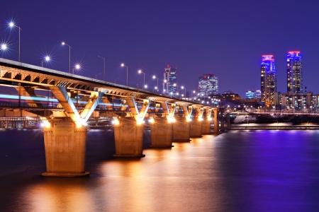 Han River and Bridge in Seoul, South Korea. Фото со стока