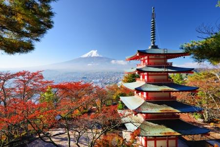 日本の秋の色と富士山。