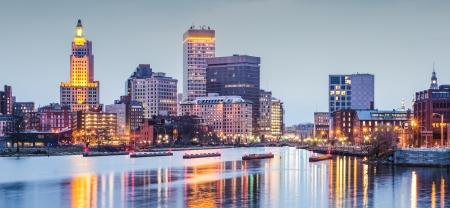 Providence, Rhode Island downtown stadsbeeld gezien van boven de rivier de Voorzienigheid.