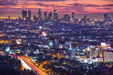 夜明けのダウンタウン ロサンゼルス、カリフォルニア州のスカイライン。