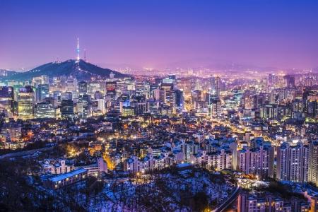ソウル, 南朝鮮の夕方のスカイライン。 写真素材 - 24212973