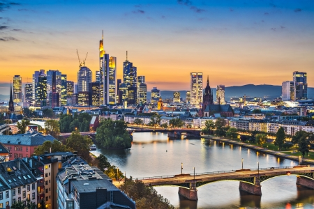 Frankfurt, Alemania en el r�o Meno. photo