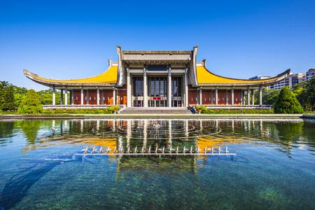 yat sen: Sun Yat-Sen Memorial Hall in Taipei, Taiwan.