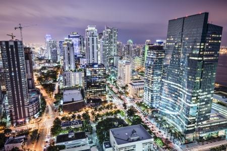 米国、フロリダ州マイアミ ダウンタウン nightt 空中都市の景観夜。