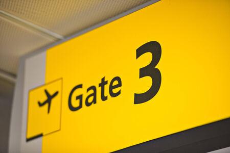 空港でゲート 3 記号。