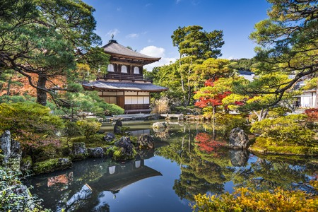 Ginkaku-ji Silver Pavilion tijdens de herfst seizoen in Kyoto, Japan.