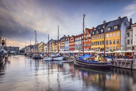 ニューハウンの運河のコペンハーゲン、デンマーク。 写真素材
