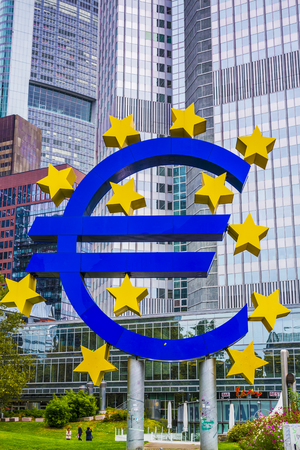 FRANKFURT - OCTOBER 4, 2013: The Euro Sign in Frankfurt, Germany. The sign is part of Eurotower which serves as the seat of the European Central Bank. Фото со стока - 25848947