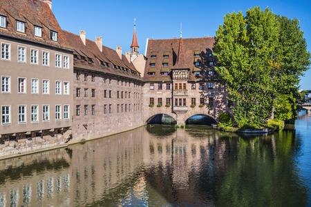 espiritu santo: Nuremberg, Alemania en el Hospital hist�rica del Esp�ritu Santo en el r�o Pegnitz. Editorial