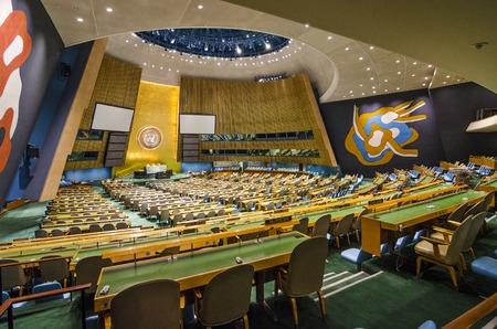 뉴욕 시티, 미국 - 5 월 21 일 : 2012 년 유엔 총회 홀. 그것은 모든 회원국이 같은 표현이있는 UN의 유일한 기관이다.