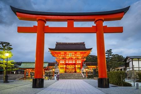 伏見稲荷大社京都、日本。 報道画像
