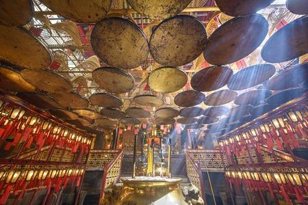incienso: Templo Mo hombre en Hong Kong, China.