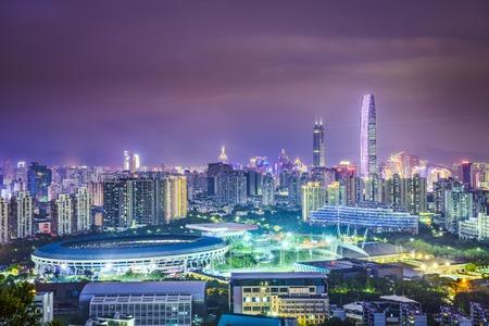 夕暮れのシンセン、中国の街のスカイライン。