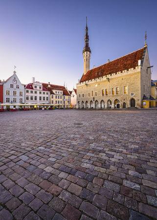 plats: Tallinn, Estonia at the Old Town Hall Square.