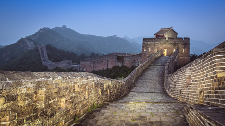 Great Wall of China Jinshanling in the evening. Banque d'images