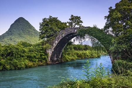 Dragon Bridge in Guilin, China. Banco de Imagens