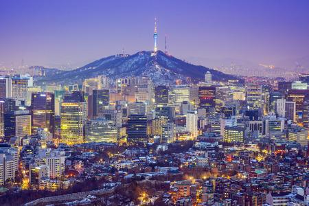 Seou, la Corée du Sud toits de la ville au crépuscule.