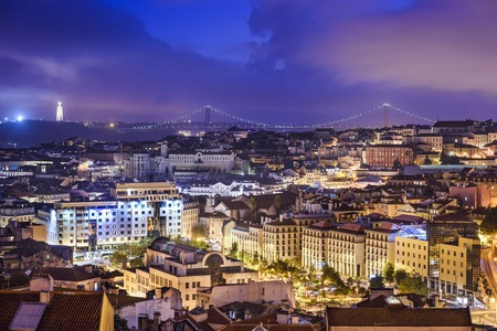 Lisbon, Portugal skyline at night. 免版税图像