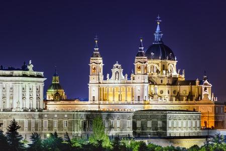 real madrid: Madrid, Spain skyline at Santa Maria la Real de La Almudena Cathedral and the Royal Palace.