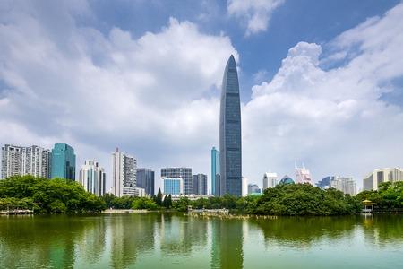Shenzhen, China Skyline der Stadt in der D�mmerung.