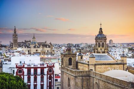 Sevilla, Spanje stad skyline in de schemering.