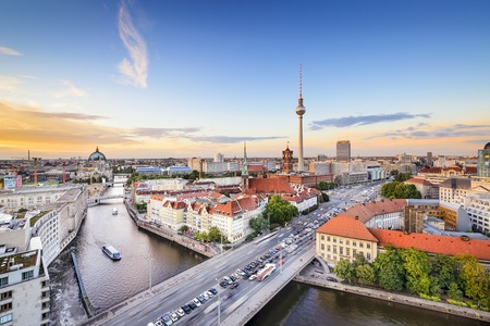Berlino, Germania Skyline sul fiume Sprea. Archivio Fotografico - 34490373