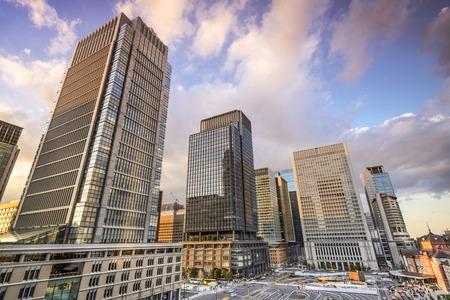 東京都丸の内ビジネス街で。