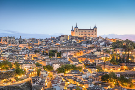 Toledo, Spanje stad skyline in het Alcazar in de vroege ochtend. Stockfoto