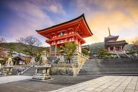 京都清水寺で。 報道画像
