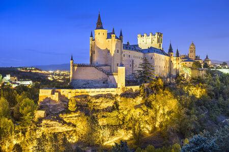 Segovia, Spanje stad skyline met het Alcazar in de nacht. Stockfoto - 34507826