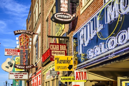 NASHVILLE, TENNESSEE - JUNE 14, 2013: Honky-tonks on Lower Broadway. The district is famous for the numerous country music entertainment establishments. 報道画像